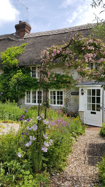 Thatched Country Cottage Within Historic Village 300