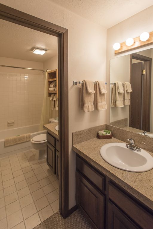 Great 1 (plus) bedroom condo. This is the best location in Ketchum!