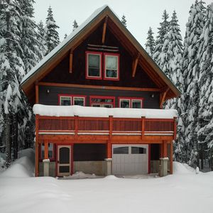 Beautifully Designed Craftsman 3 Story Mountain Charmer - Hyak