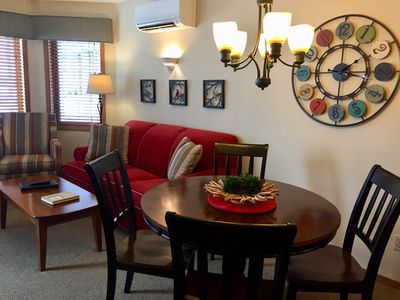 Living Room and dinette with seating for 4!
