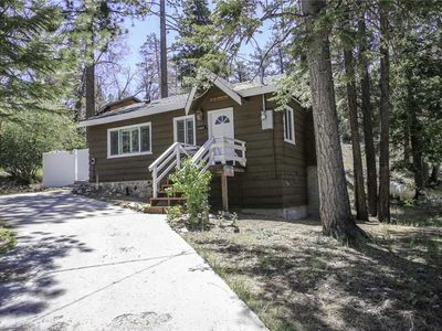 Photo for Grizzly Bear -1BR/1BA/Hot Tub/WiFi/Walk to Bear Mountain Resort!/FREE 2 hour Bike/Kayak Rental!