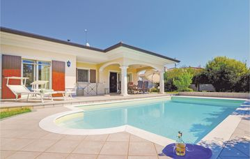 Search 2,112 holiday rentals