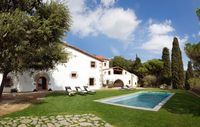 Amazing house, absolutely beautiful location and perfect for a large group of us. We loved it!