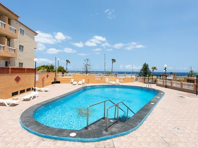 Photo for Beautiful apartment with pool next to the sea.