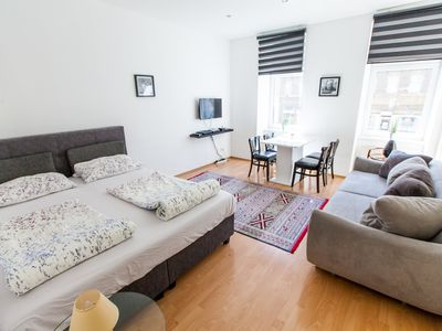 Photo for Central 2 Bedroom Apartment, free Garage, 1 min to metro U1