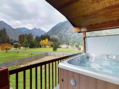 Photo for Expansive home w/amazing mountain views & two hot tubs - close to hiking & river