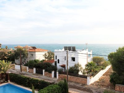 Photo for Cozy Mediterranean holiday home, just a few minutes from the sandy beach