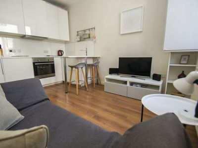 Photo for Western Road Apartment: 1 bedroom, sleeps 2, central Brighton