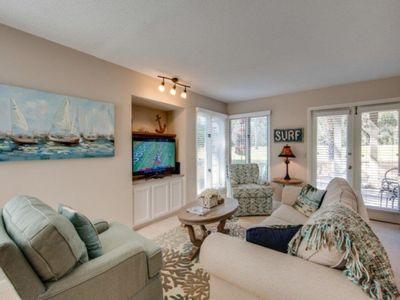 Photo for Palmetto Dunes renovated beach themed villa on golf course close to beach + pool