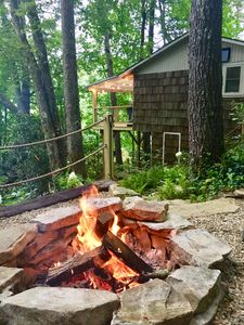 Photo for Charming cottage in Mirror Lake, Fire Pit, Deck, 1m to Main St