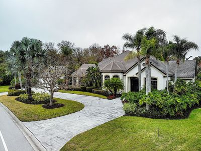 Estate Living in The Meadows Golf Community ~ Multiple Families Welcome
