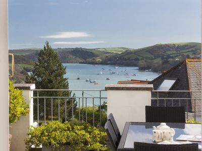 Photo for Lovely 3 bed apartment, large sunny roof terrace and estuary views, 2 parking