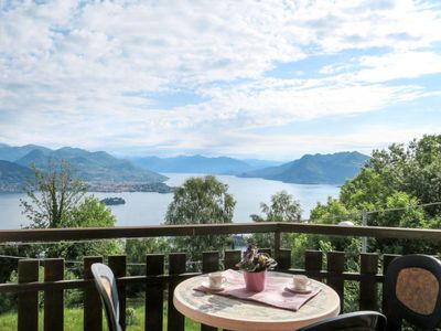Photo for Apartment Casa Lilla (SEA100) in Stresa - 5 persons, 2 bedrooms