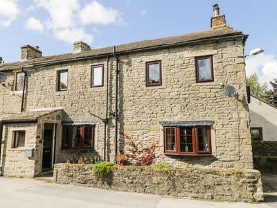 Photo for 70 ESP LANE, pet friendly, with a garden in Barnoldswick, Ref 962181