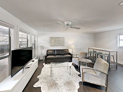 Photo for 3BR/2BA Plush, Modern Condo,  Downtown Austin, Sleeps 8