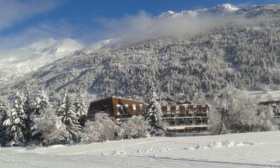 Photo for Beautiful 3 room apartment + mezzanine bedroom - 63m2 - ski in / ski out - south