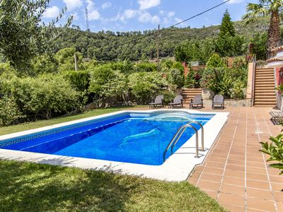 Photo for Fantastic 6-bedroom villa in Torrelles for 12 people, just 15km from Barcelona and the Mediterranean
