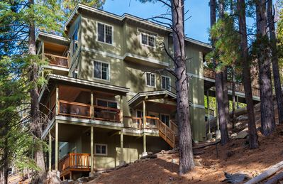 Photo for Brand New Upscale Yosemite West Vacation Home inside Yosemite National Park Gate