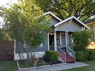 Photo for 3/2 House - Close to everything. Eat, drink & explore Austin! 2 miles to DWTN.