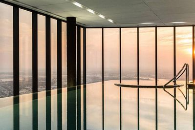 Day or night - enjoy the magnificent view of Melbourne's skyline from this apart