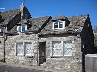 First floor spacious apartment with 3 bedrooms. On the Jurassic coast .