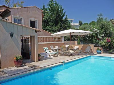 Photo for Wonderful private villa with private pool, WIFI, TV, balcony, washing machine, pets allowed, parking