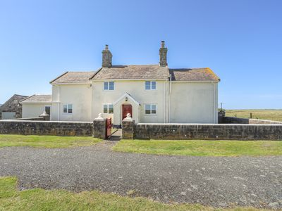 Photo for WARREN FARMHOUSE, pet friendly in Dinas Dinlle, Ref 1009103
