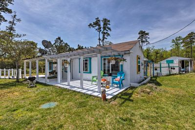 Retreat to the beautiful Virginia coast vacation rental cottage in White Stone!
