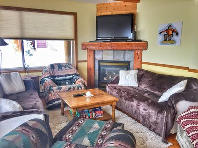 Photo for Cozy with private hot tub and mountain view, sleeps 8