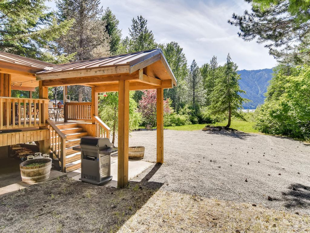3 foir 2 secluded cabin short walk to private beach for Cle elum lake cabins