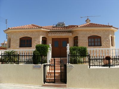 Photo for Luxury four bedroom villa with king size pool