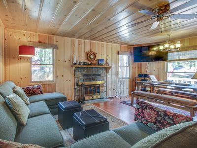 Photo for Cute cabin w/ private hot tub, less than a mile from Lake Tahoe!