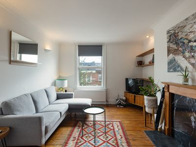 Photo for Quirky 2-Bed Flat in Acton, 15 mins to Paddington
