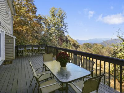 Photo for 10 mins to DT Asheville,Gorgeous Views, Fireplace, Lg Deck, Wifi, Fully Stocked
