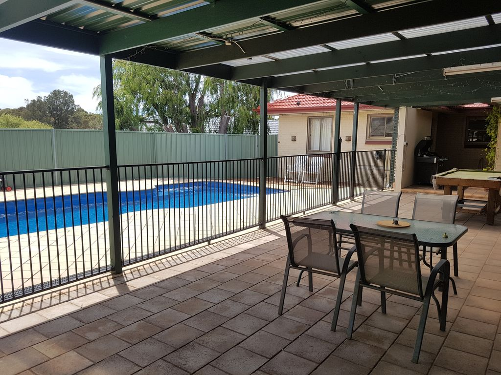 Karyn Cove Adelaide South Family Home With Heated Full Sized 4814113