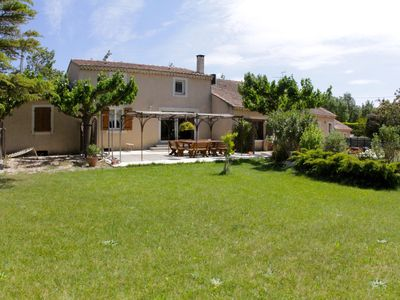 Photo for Spacious house with shared pool near Avignon beautiful terrace