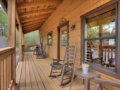 Photo for Luxury Secluded 1 bd+loft Cabin ! WiFi! Sony PlayStation! 11min to Parkway!