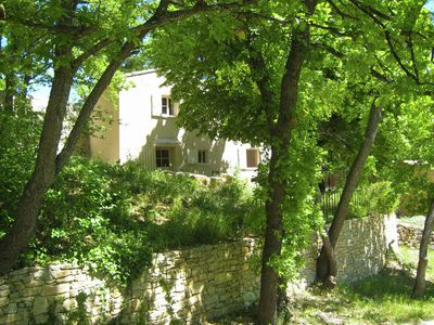 Photo for At the edge of a hamlet in the countryside with beautiful views over the Luberon
