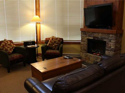 Photo for On-mountain condo with kitchen, outdoor pool, hot tubs & BBQ access, 5min walk to ski lifts: T645