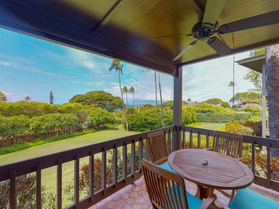Photo for Charming, ground floor condo with private lanai & sparkling resort pool