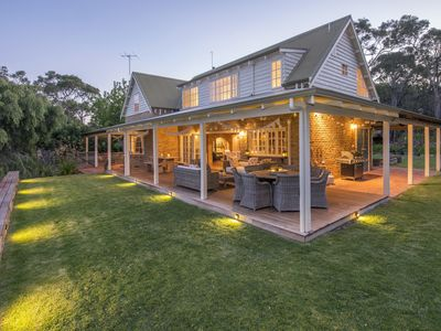 Photo for Elanora - country style home, walk to beach