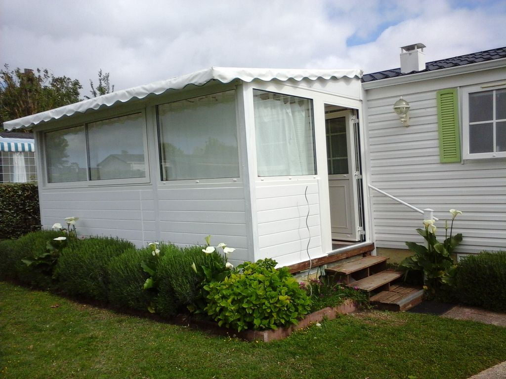 rent a mobile home marennes d 39 oleron 200 meters from 560876. Black Bedroom Furniture Sets. Home Design Ideas