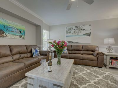 Photo for Walk to the Beach on Siesta Key, WiFi, Parking Avail, Shopping/Dining, Pool & Two King Beds
