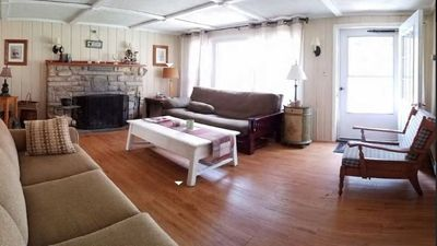 Charming 3br/2bath Cottage, Walk to Lake, Beach. Reopening!