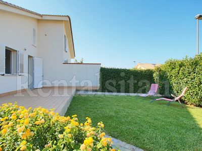 Photo for Spacious 3 bedrooms Villa with Garden, Terrace, BBQ, A/C, Wi-FI, near the beach!