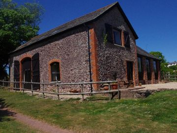 Spacious cottages, indoor pool, family friendly and suitable for large groups - The Barton Granary