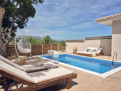 Photo for Villa with private pool and sea view 850 meters from the sea