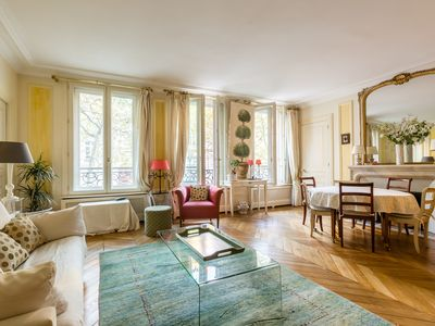 Photo for Beautifully decorated pristine home moments from the Seine & Tour Eiffel (Veeve)