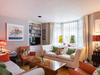 Photo for Relaxing garden 2 bed in bustling Fulham!