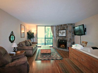 10% off 2-nts or more-Wooded Views-Jacuzzi Tub-Wood Burning FP-WiFi-Grill Area-Village Stream Condo